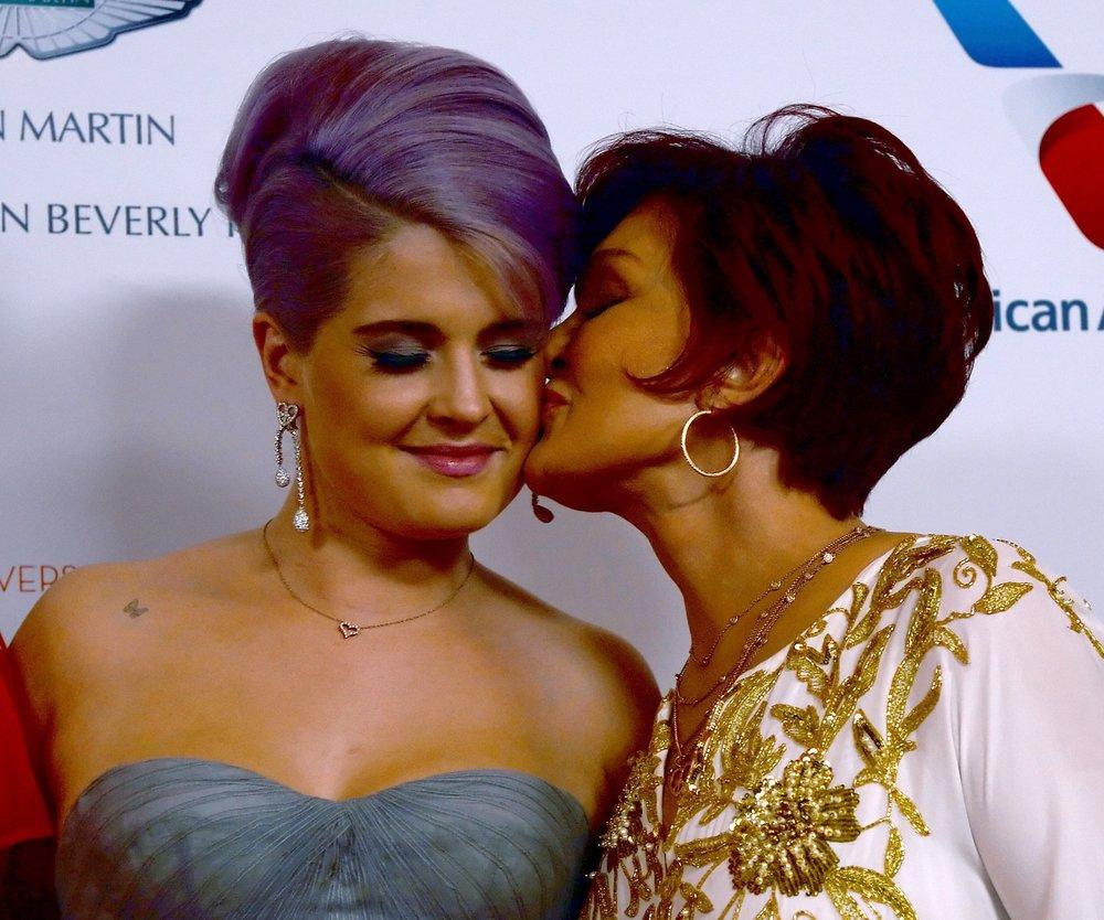 Sharon Osbourne nimmt ihre Tochter Kelly Osbourne in Schutz