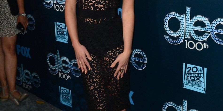 Lea Michele überzeugt im kleinen Schwarzen