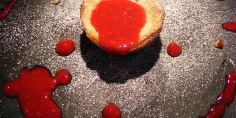 NY Cheesecake-Muffins an Hugo-Himbeersoße