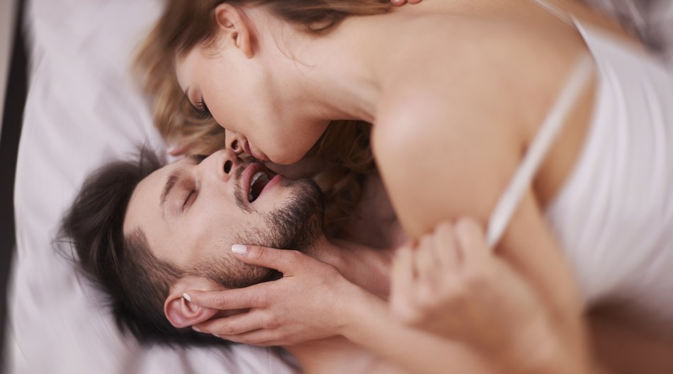 Mit Druck auf den Jen-Mo-Punkt bringst Du ihn beim Sex um den Verstand.