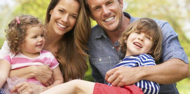 Die Auswirkungen von guter Kindergesundheit: Eine glückliche Familie.