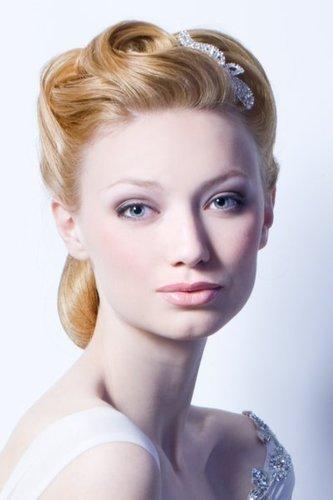 Glamouröse Brautfrisur in Blond