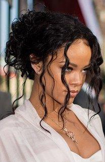 Rihanna: Wilde Locken im Undone Look
