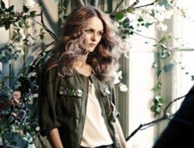 Vanessa Paradis in einer Utility-Jacke für H&M