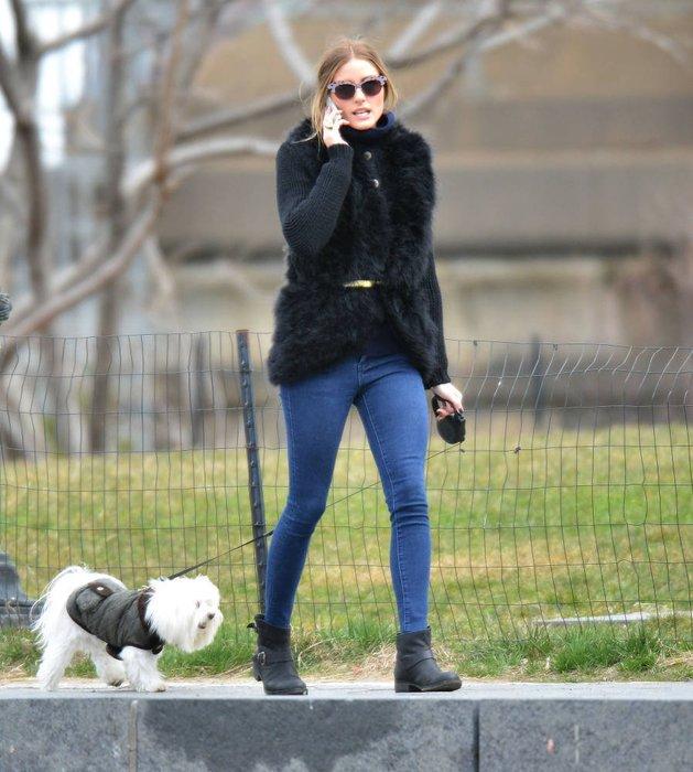 Olivia Palermo mit ihrem Hund