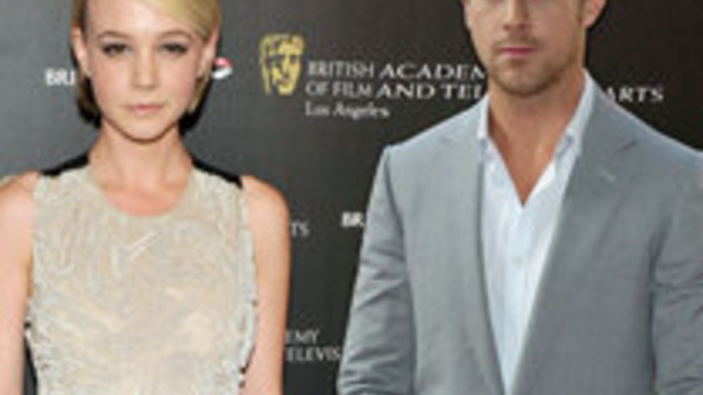 Ryan Gosling muntert Cary Mulligan auf
