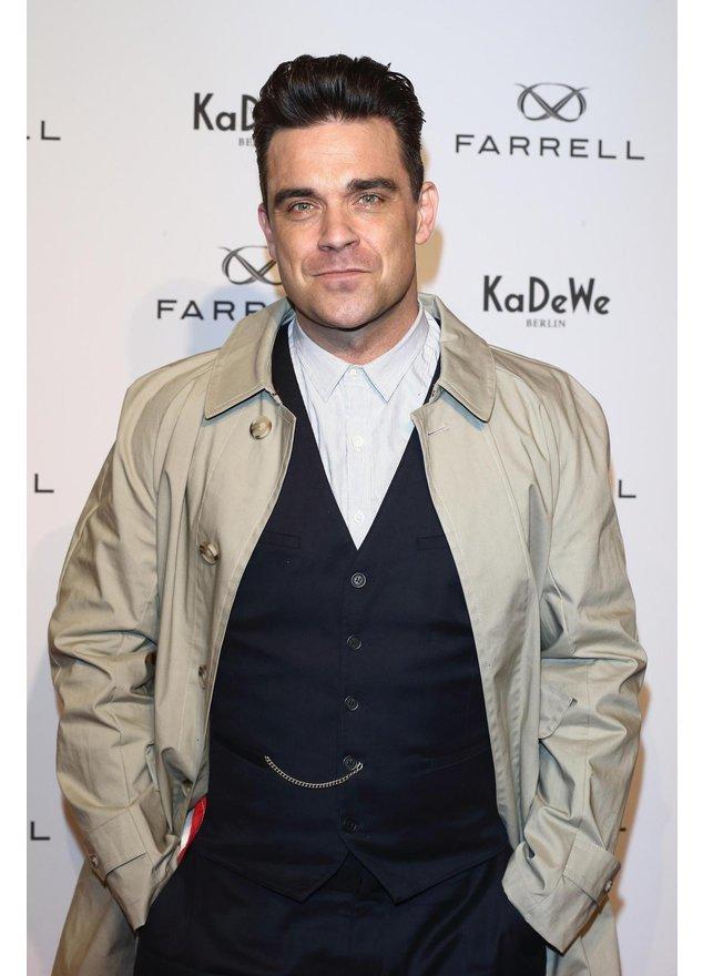 Robbie Williams im Anzug