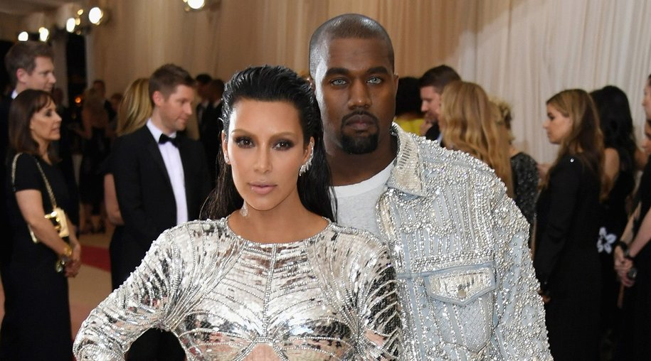 """NEW YORK, NY - MAY 02: Kim Kardashian West (L) and Kanye West attend the """"Manus x Machina: Fashion In An Age Of Technology"""" Costume Institute Gala at Metropolitan Museum of Art on May 2, 2016 in New York City. (Photo by Larry Busacca/Getty Images)"""