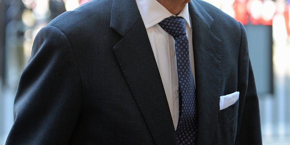 Prinz Philip wird am Unterleib operiert