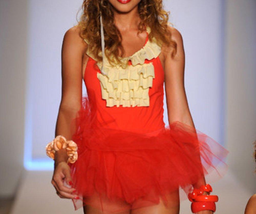 Rotes Tütü-Kleidchen von Marysia.