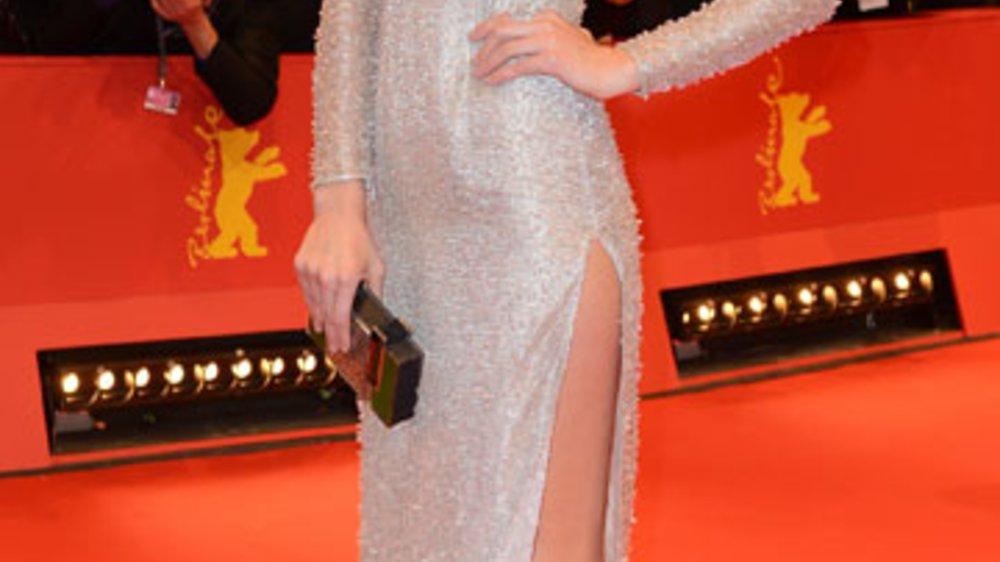 Berlinale-Eröffnung: Toni Garrn zog mit ihrer Glitzer-Robe die Blicke auf sich.