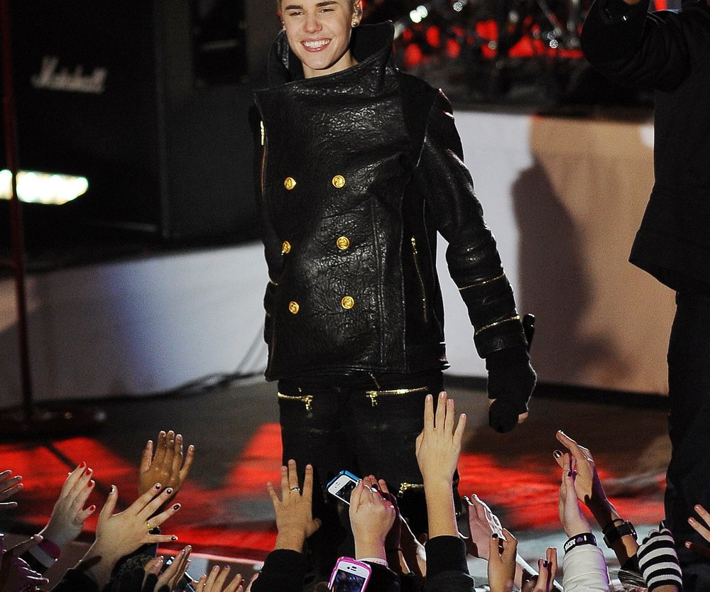 Justin Bieber rockt unterm Tannenbaum