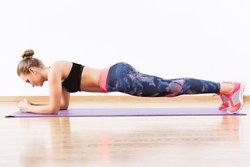 Yoga-Übungen zum Abnehmen das Brett