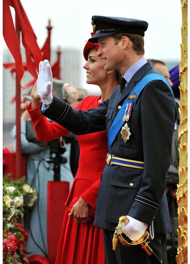Kate Middleton und Prinz William winken