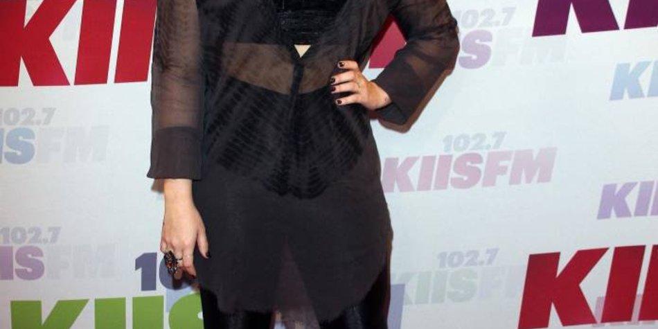 Demi Lovato ist stolz auf ihre lesbische Rolle