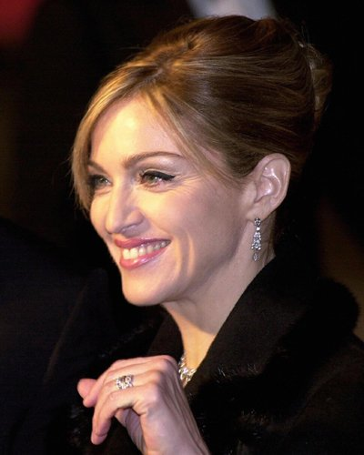 Elegante Hochsteckfrisur bei Madonna