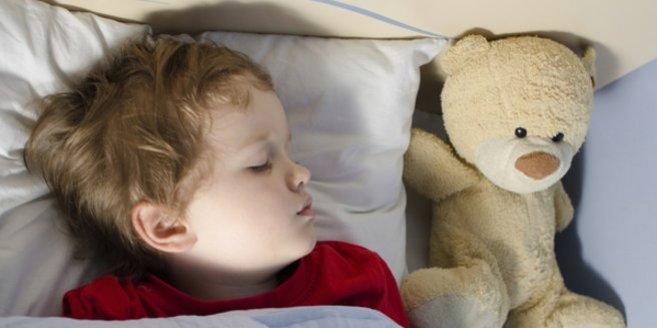 Hypospadie: Schlafender Junge