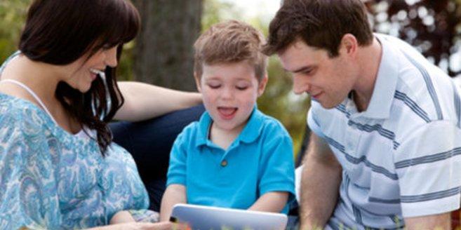 Kinder wachsen heute selbstverständlich mit digitalen Medien auf.