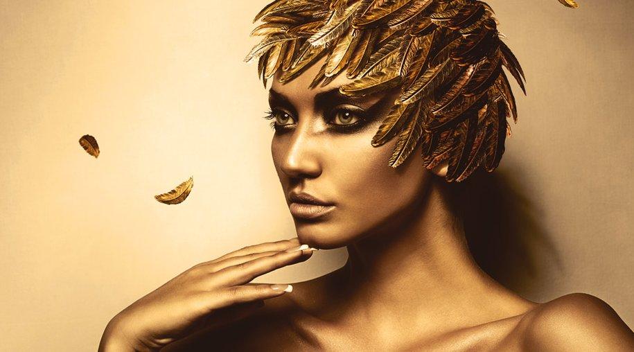Model in Gold