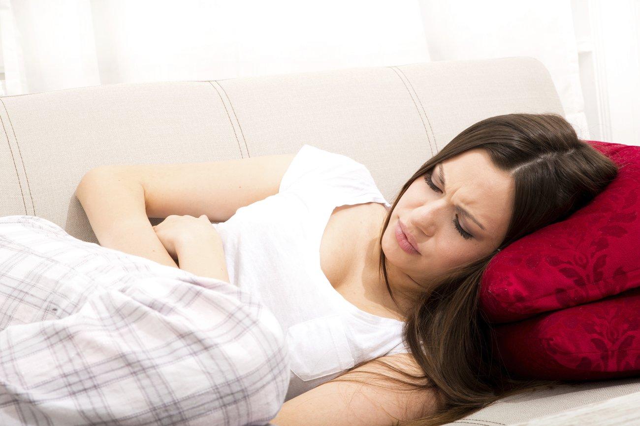 Starke Regelschmerzen können auf Endometriose hindeuten.