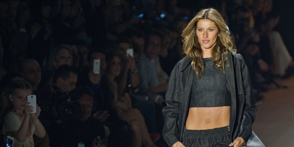 Brazilian supermodel Gisele Bundchen presents a creation by Colcci during the 2014 Winter collections of the Sao Paulo Fashion Week in Sao Paulo, Brazil, on October 31, 2013. AFP PHOTO / Nelson ALMEIDA (Photo credit should read NELSON ALMEIDA/AFP/Getty Images)
