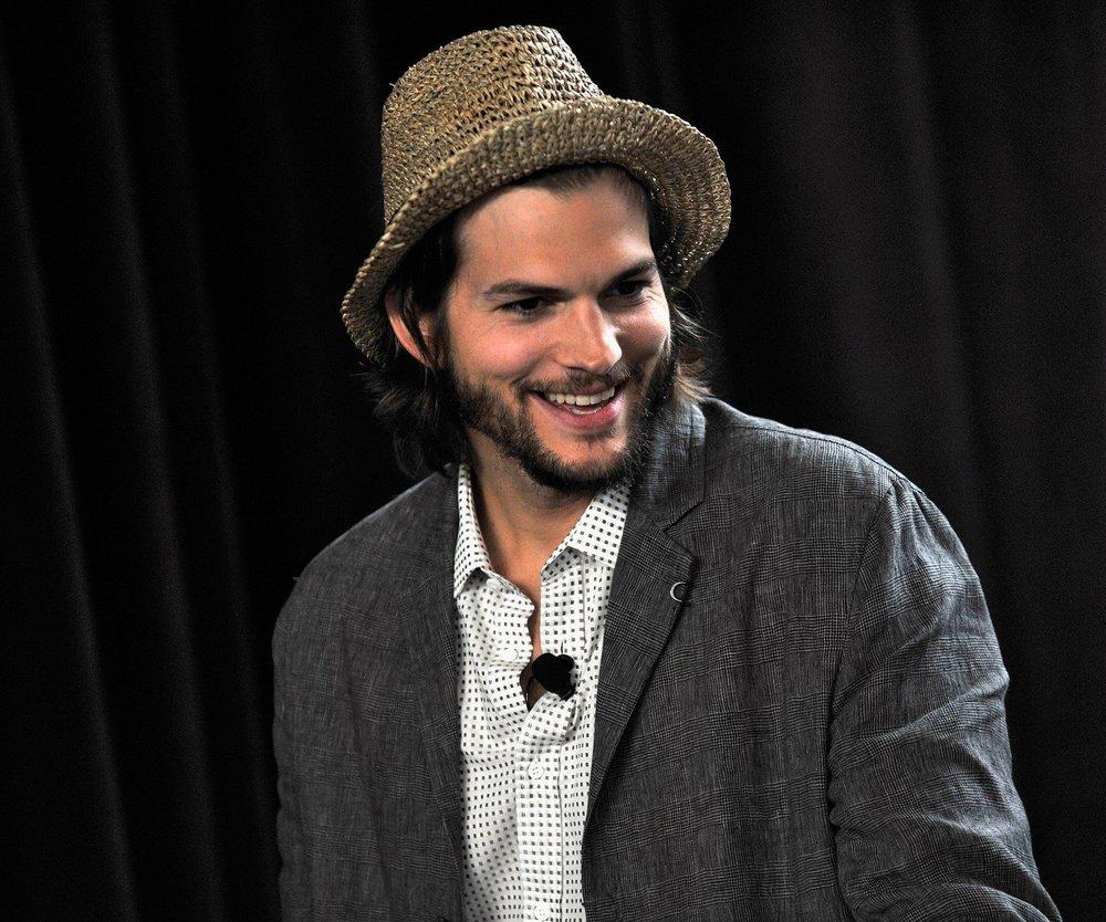 Ashton Kutcher begeistert Crew