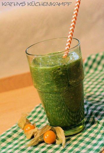 Vitamine pur: Green Smoothie mit Pak Choi und Physalis