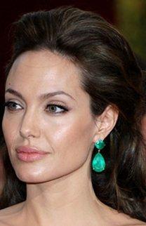 Elegante Hochsteckfrisur bei Angelina Jolie