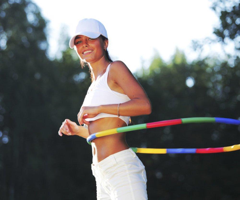 Hula Hoop: Das perfekte Bauch- und Rückentraining