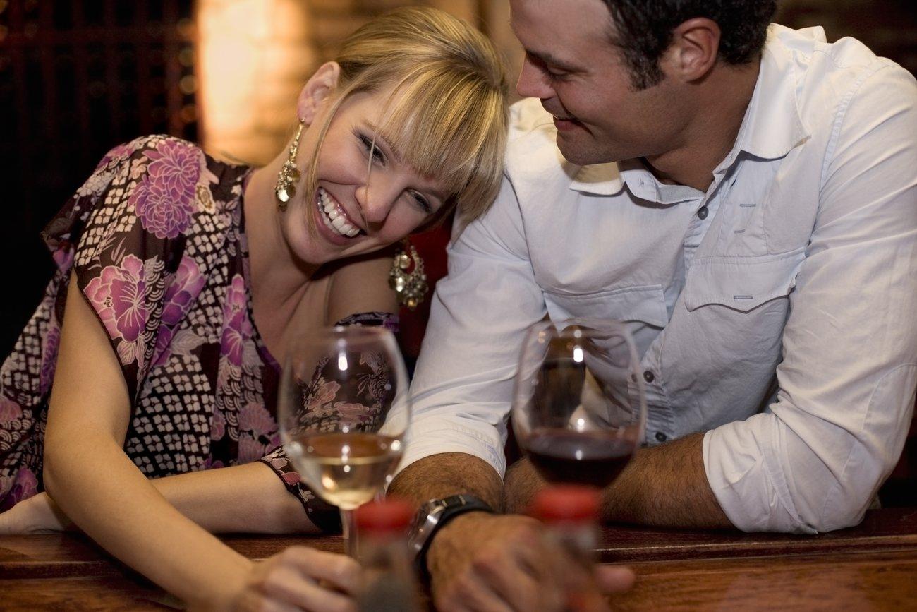 Partnerschaften, in denen beide Partner trinken, haben eine höhere Beziehungsqualität.