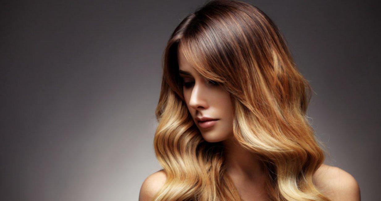 Dunkelblond mit blonden strähnchen