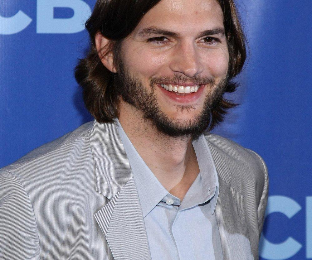 Ashton Kutcher nackt im Fernsehen