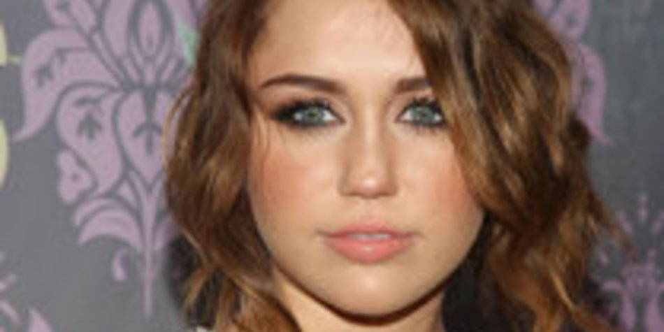 Miley Cyrus & Ashley Greene: Dancing in Paris