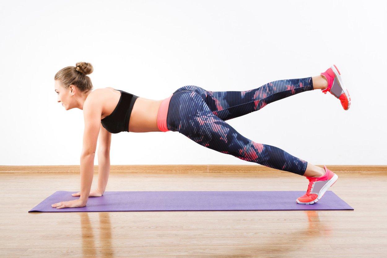 Yoga-Übungen zum Abnehmen der einbeinige Hund