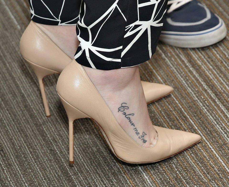 Sprüche oberschenkel tattoo frauen Tattoo Oberschenkel