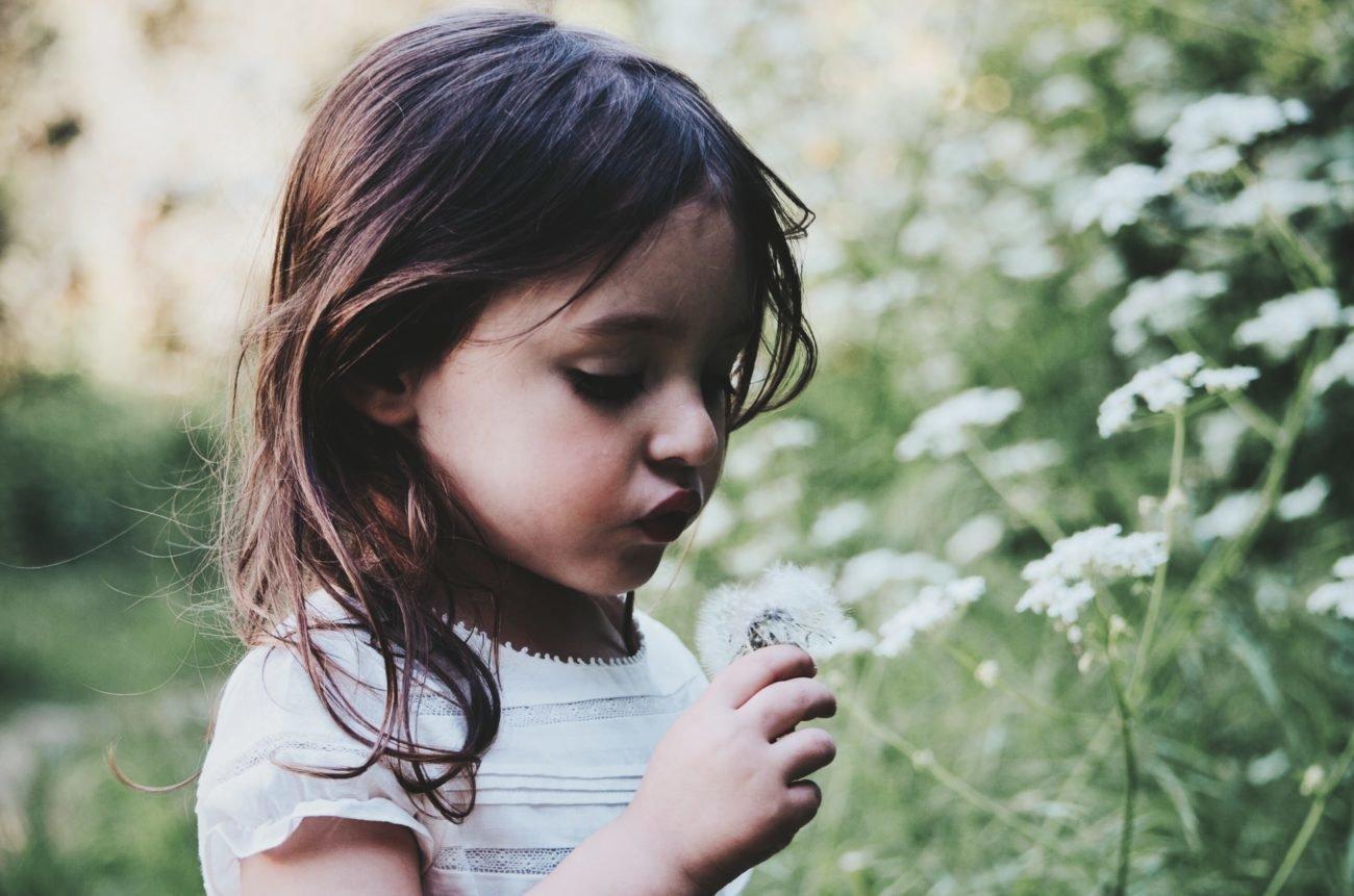 Kind Blumen