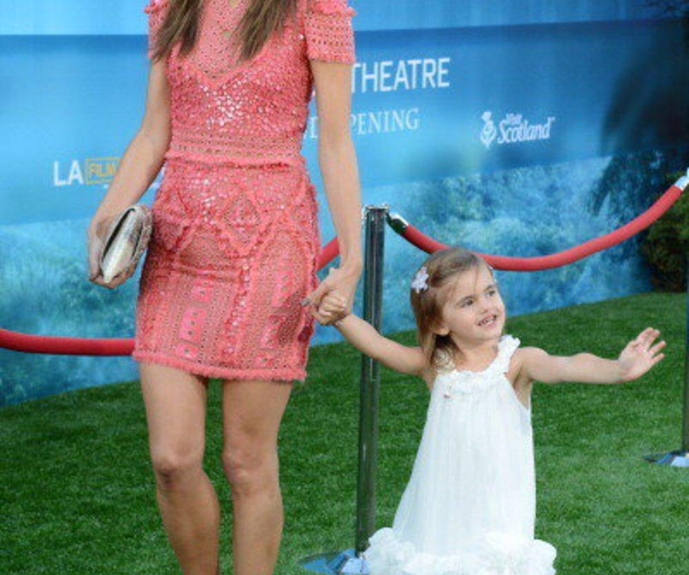 Alessandra Ambrosio holt sich Unterstützung der Mutter