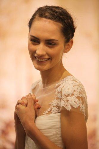 Brautfrisur mit geflochtenem Gretchenzopf