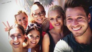 Da darf ein Selfie nicht fehlen: Clea-Lacy, Sabrina, Lisa, Alesa, Erika und Sebastian (v.l.) während des Gruppendates.