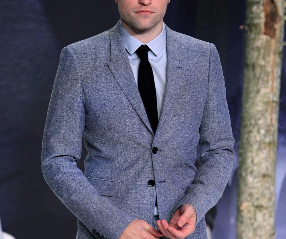 Robert Pattinson raucht E-Zigarette