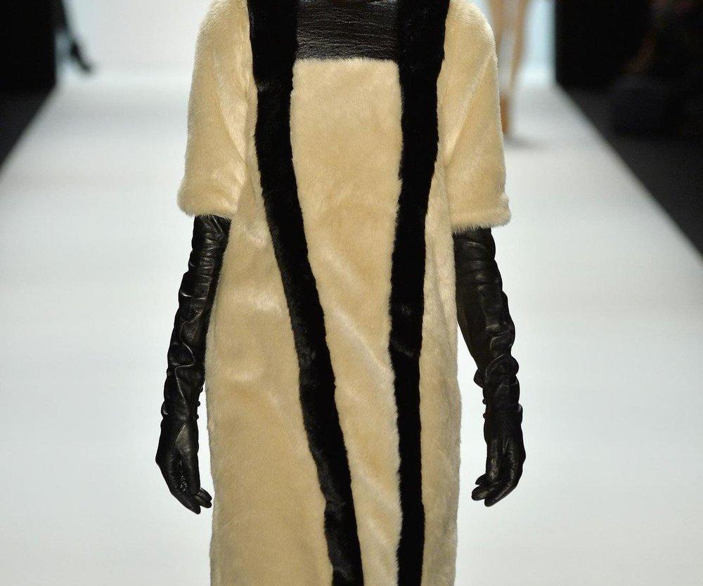 Berlin Fashion Week: Marcel Ostertag zeigt eine Hommage an die Powerfrau