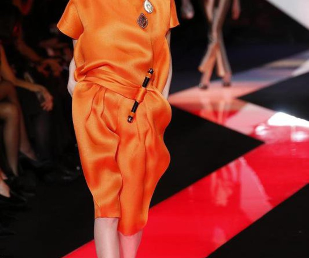 Knielanges Kleid bei Armani Privé