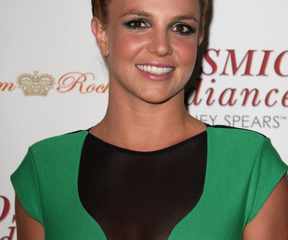 Britney Spears überfällt Bank?