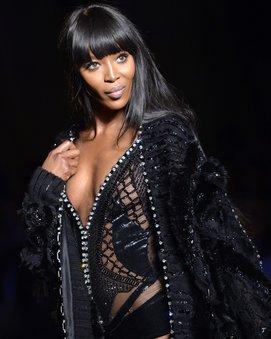 Naomi Campbell läuft für Versace