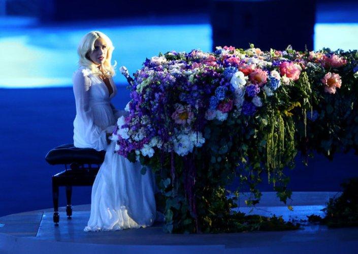 Lady Gaga und ihr blumiger Auftritt