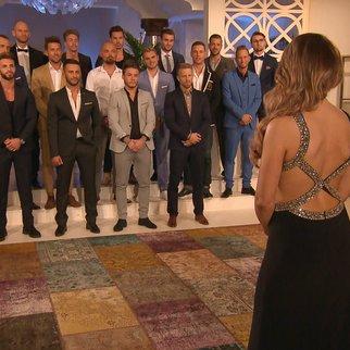 Die erste Entscheidung steht an: Jessica muss sich von den ersten Kandidaten verabschieden.