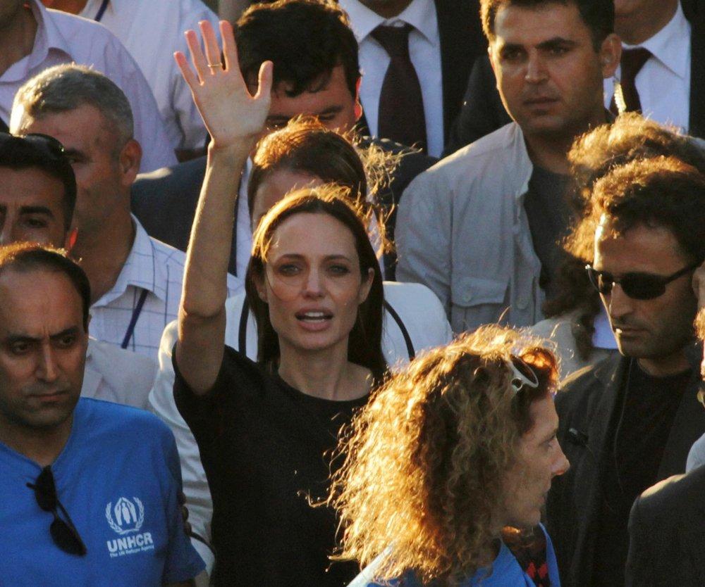 Angelina Jolie besucht mit Shiloh eine syrische Flüchtlingsfamilie
