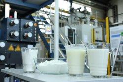 Grüne Mode: Aus dem Milcheiweiß Kasein wird das chemisch unbelastete, kompostierbare Biopolymer hergestellt.