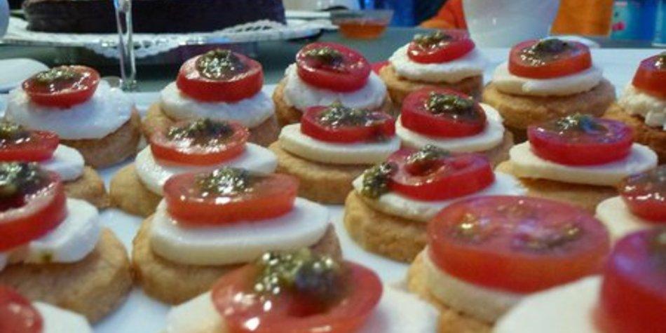 Tomaten-Mozzarella-Pesto-Törtchen