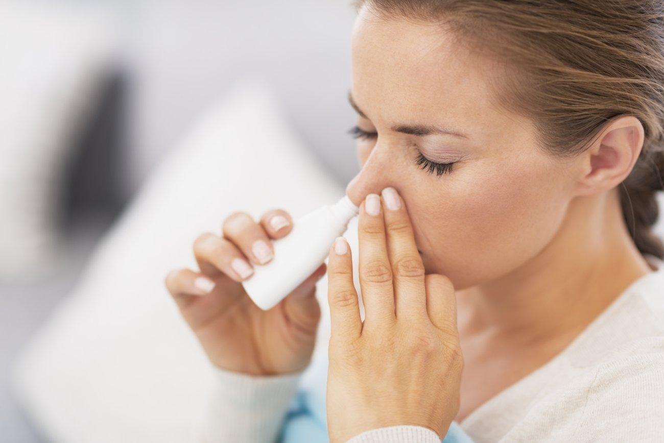 Nasenspray gegen Pickel in der Nase